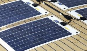 Flexi-PV napelem, yachton - illusztráció - Hordozható, nagyteljesítményű Napelemes töltők