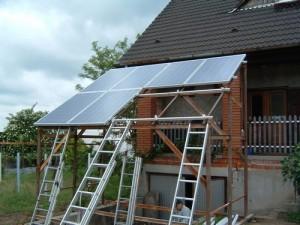 A napelemek gyorsan a helyükre kerülnek