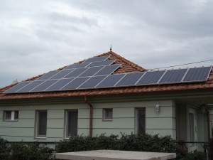 A tető teljesen lefedve, a Fronius kiterhelve