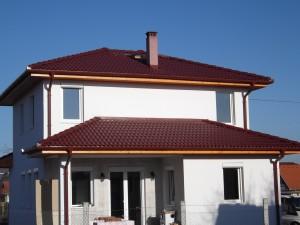 Az elektromos fűtés villanyigényét napelemmel kompenzálják ennél az épületnél
