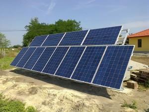 A munkaterület átvétele után 3 órával már helyükön a napelemek.