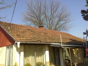 Az új vonalzó a tetőn. :)