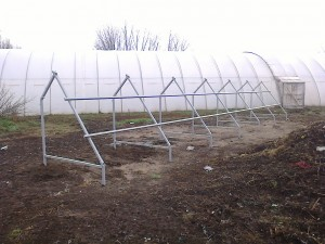Petőfiszállás, tanya - 3 kW-os napelem rendszer - tartó keretek elhelyezése