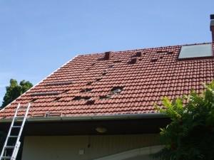 Békéscsabai cseréppel fedett tető, a konzolok rögzítése a szarufákhoz