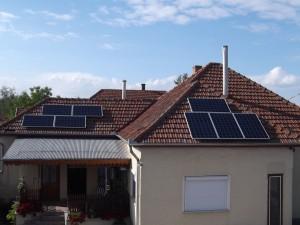 Madártávlatból a 2 kW-os rendszer, Fronius-szal.
