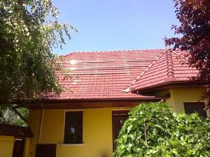 Kiskunfélegyháza, Petőfiváros, 4 kW-os SolarEdge napelem rendszer - sínek elhelyezése