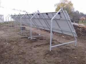 """Petőfiszállás, tanya - 3 kW-os napelem rendszer - a kiépített rendszer """"hátulnézetből"""""""